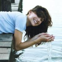 Пятая часть жителей Латвии верит -  если утром Янова дня умыться ключевой водой, то станешь красивее