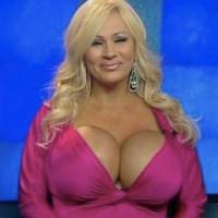 Мать шестерых детей сделает себе самую большую грудь в мире