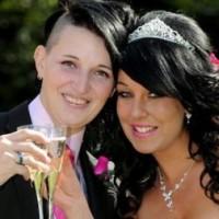 Девушка трижды сбегала от женихов и вышла замуж за подругу