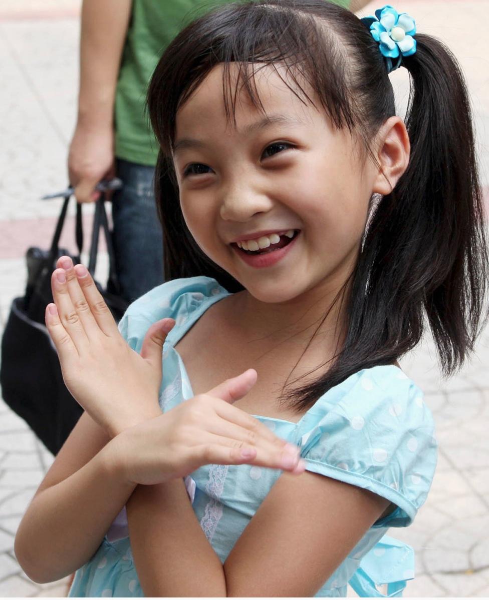 6-летняя китаянка упала с 24 этажа и чудом осталась жива