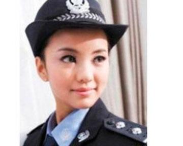 kitajskaja-model-sadet-v-turmu-za-fotosesiju-v-policejskoj-forme